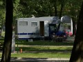 Beschreibung des Campingplatzes: 92 Wohnmobilflächen wurden in unserem Camping eingerichtet. Die Parkfläche ist mit Steinen bestreut, die Wohnfläche mit Gras bewachsen. Die gesamte Fläche ist schattig, voller Bäume und Auen....
