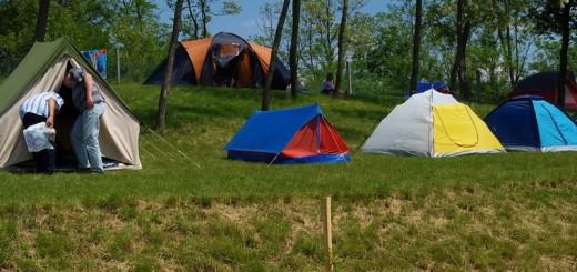 Um unseren Campingplatz herum, auf einer Rasenfläche gelegen. Öffnungszeiten: ganzjährig, durchgehend. Die Preise
