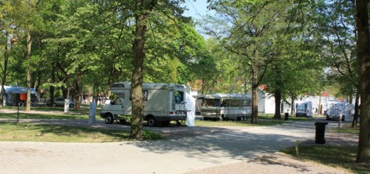 Tent site: Located around the caravan and trailer site, on a green area. Open: all year, uninterruptedly.