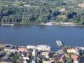 Félnapos program a Duna partján Az ideérkező turisták először Mohács város Polgármesteri Hivatalának dísztermét és galériáját tekinthetik meg. A Városháza első emelete felé tartva szembeötlenek a lépcsőház ragyogóan színes üvegablakai....